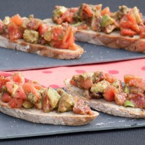Tartines tomate avocat figues