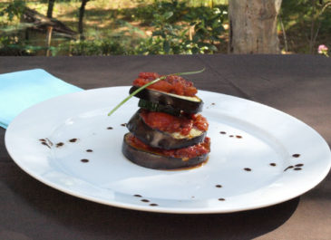 Mille-feuille d'aubergine, de courgette et de tomates concassées (vegan, sans gluten)
