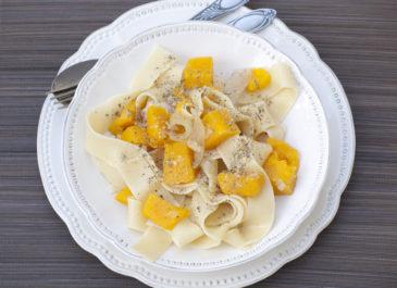 Pappardelles à la courge butternut et parmesan végétal (vegan)