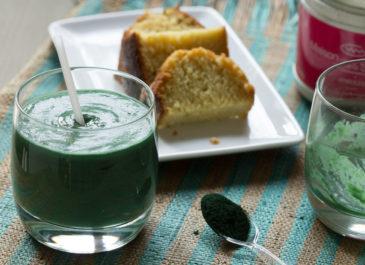 Smoothie vert à l'avocat, mâche, poire et spiruline (vegan)