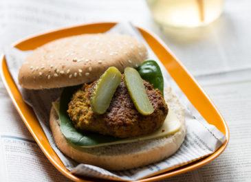 Cheeseburger vegan au seitan et tofu fumé(vegan)