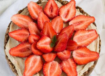 Tarte aux fraises sans cuisson, crème glacée à la banane (vegan)