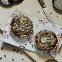 Tartelettes à l'artichaut, sésame, tomate et échalote, graines de courges