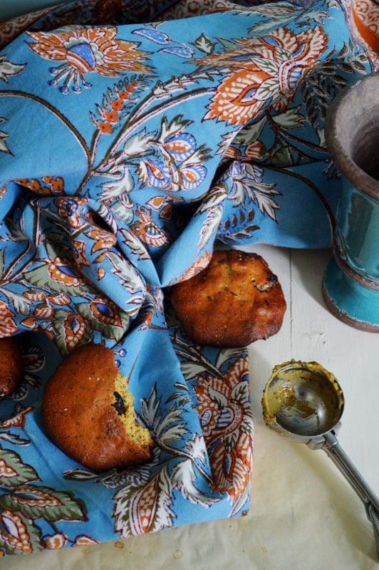 Biscuits à la farine de pois chiche, huile d'olive, pavot et canneberges