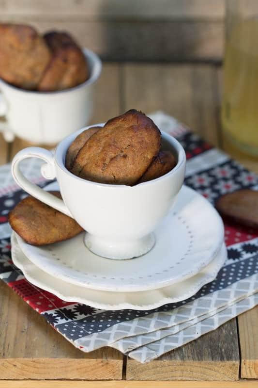Petites madeleines à la banane, noisette et caroube