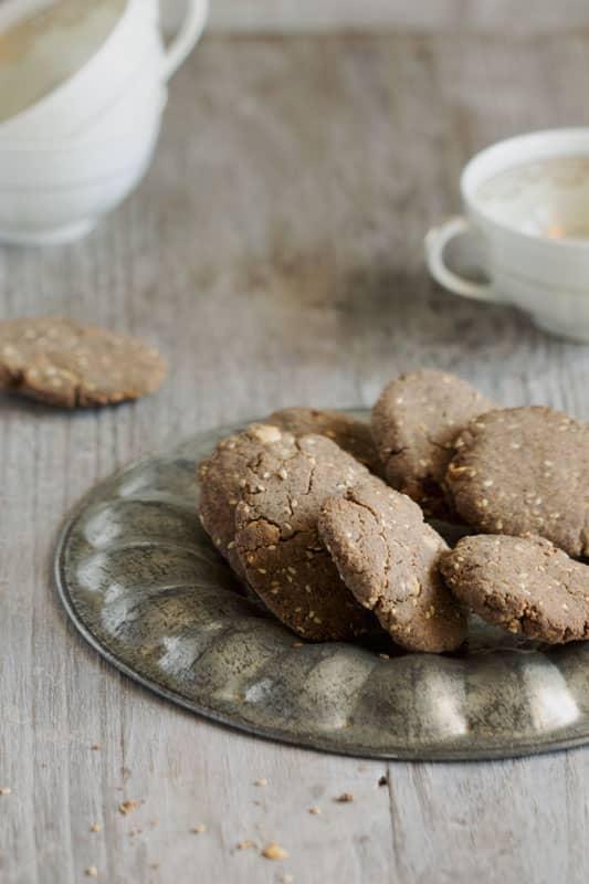 Petits biscuits coco, tonka et sésame