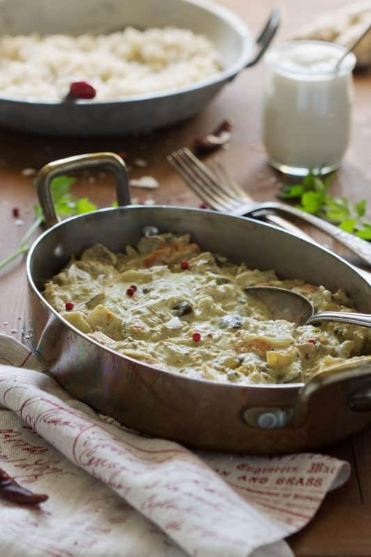 Curry maison, fondant et onctueux, au sésame et noix de coco ; labneh cumin et cajou
