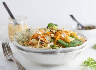 Nouilles de courge, pesto d'épinards, fromage de cajou (vegan)