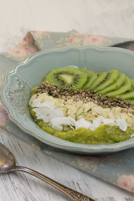 Smoothie bowl à la mangue et à l'avocat
