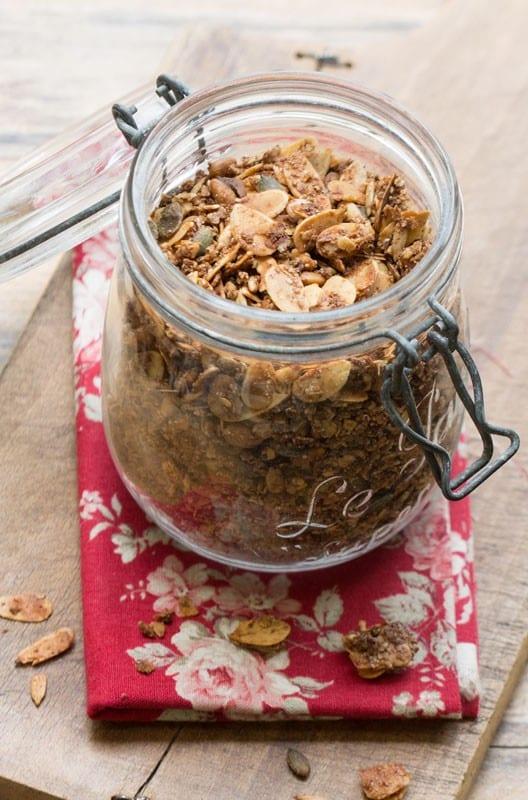 Granola aux noix, graines, sirop d'érable et huile de coco