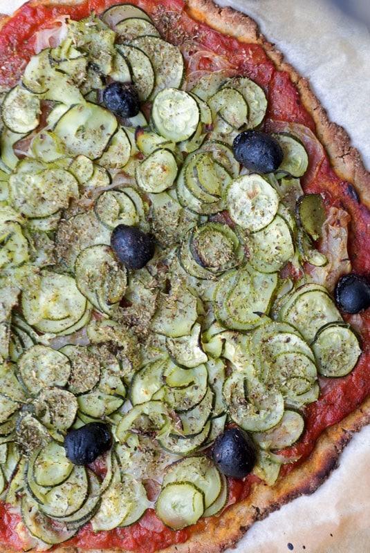 Tarte ou pizza rustique aux courgettes