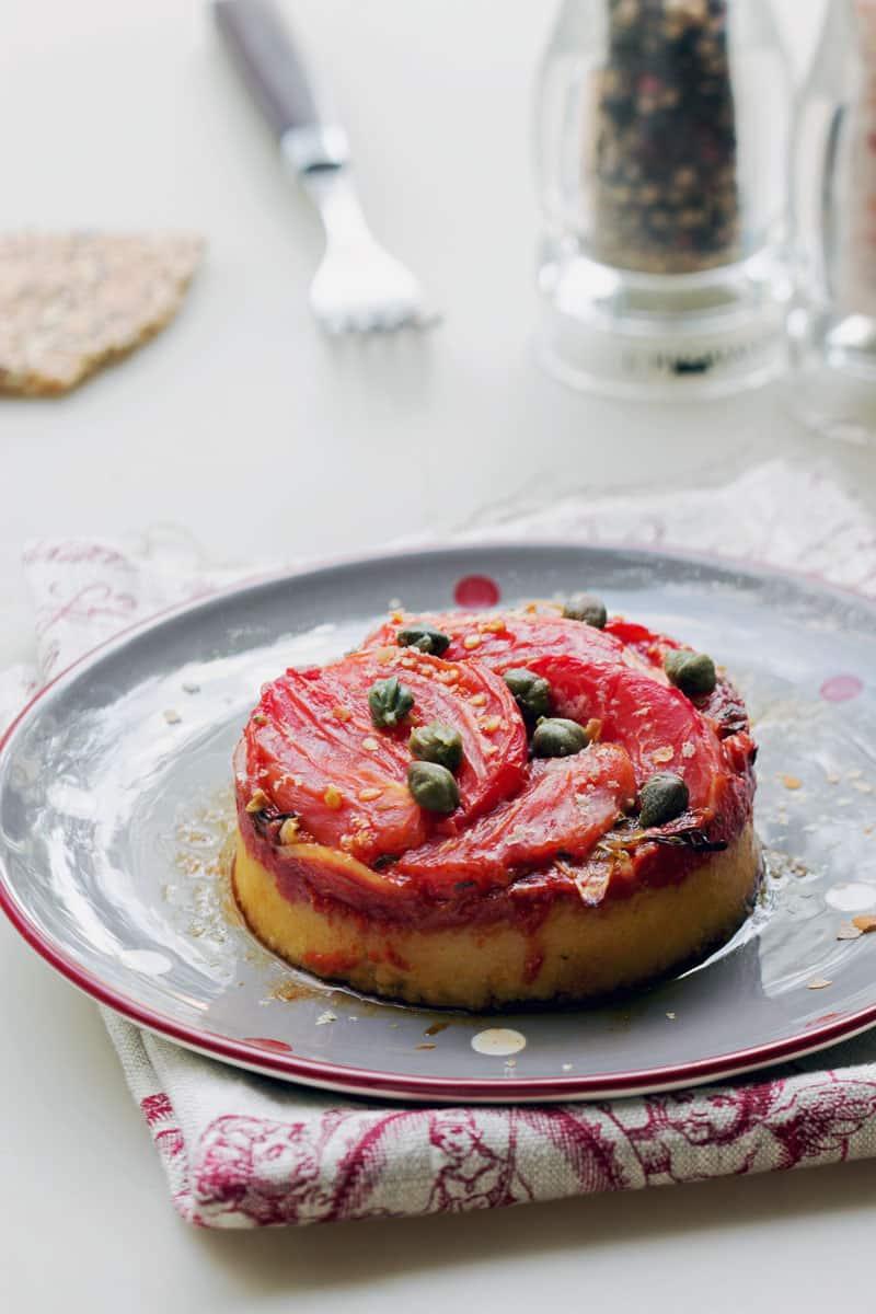 Polenta à la tomate, à l'oignon et aux herbes