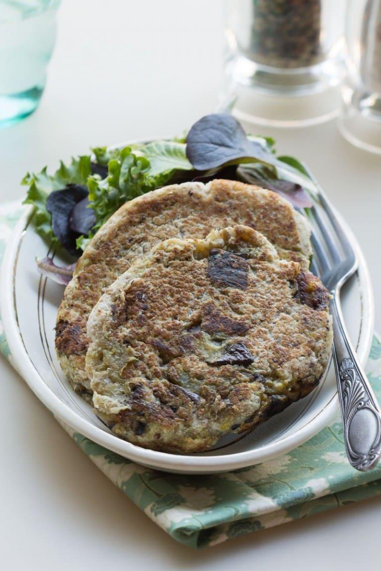 Pancakes ou galettes aubergine et noix de coco