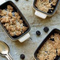 Crumble sans gluten ou cobbler express aux mûres