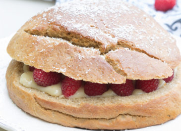 Gâteau brioché à la crème et aux framboises (vegan)