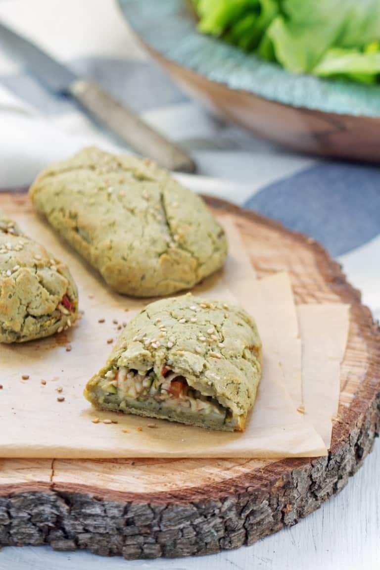 Chaussons sans gluten courgette, tomate et olives