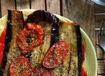 Pizza socca ou socca pizza aux légumes d'été (vegan)