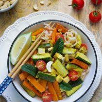 Pad thaï végétarien aux légumes et au tofu