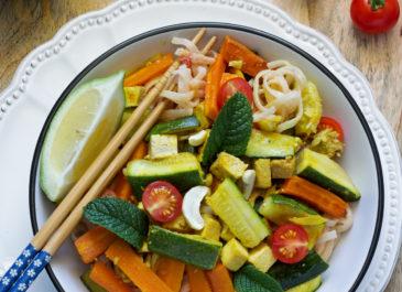 Pad thaï végétarien aux légumes et au tofu (vegan)