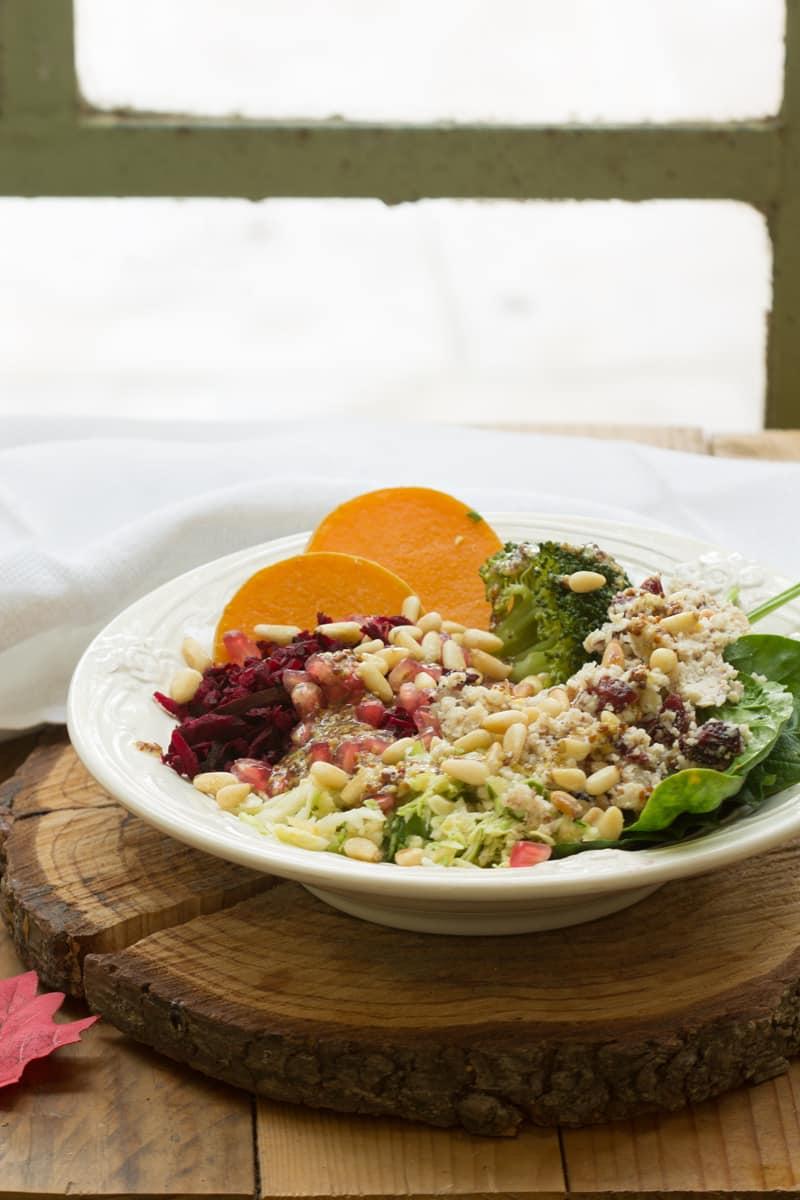 Salade hivernale au brocoli, butternut, épinards, betterave