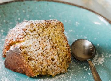 Gâteau à l'orange, au curcuma et au pavot sans matière grasse (vegan)
