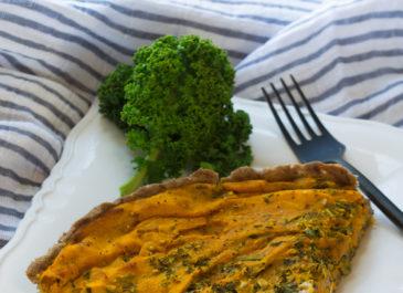 Quiche sans gluten aux carottes, tofu fumé et kale (vegan)