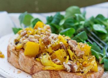 Tartine chaude aux endives, pommes, orange et noix (vegan)