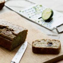 Cake sans gluten aux courgettes et aux olives