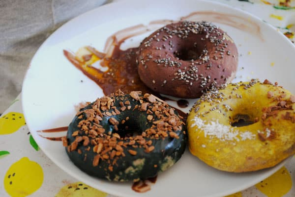 Donuts au four aux couleurs naturelles (vegan, sans gluten)