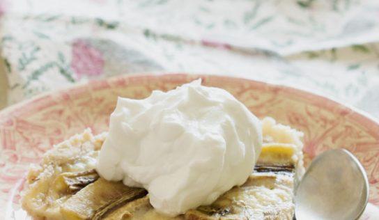 Tarte crémeuse à la banane et sa chantilly de coco (vegan, sans gluten)